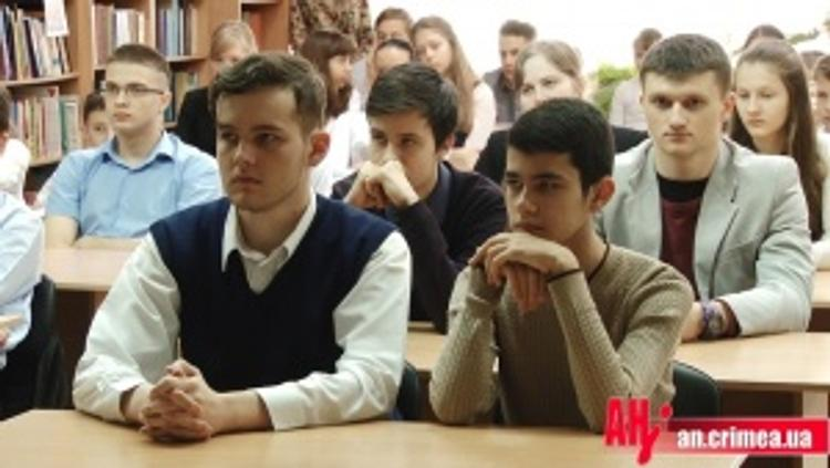Крымских школьников напугали Майданом