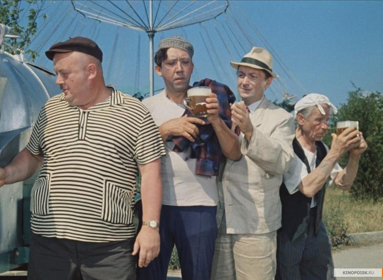 Плакат с пьющими на фоне Рейхстага Трусом, Балбесом и Бывалым вызвал скандал