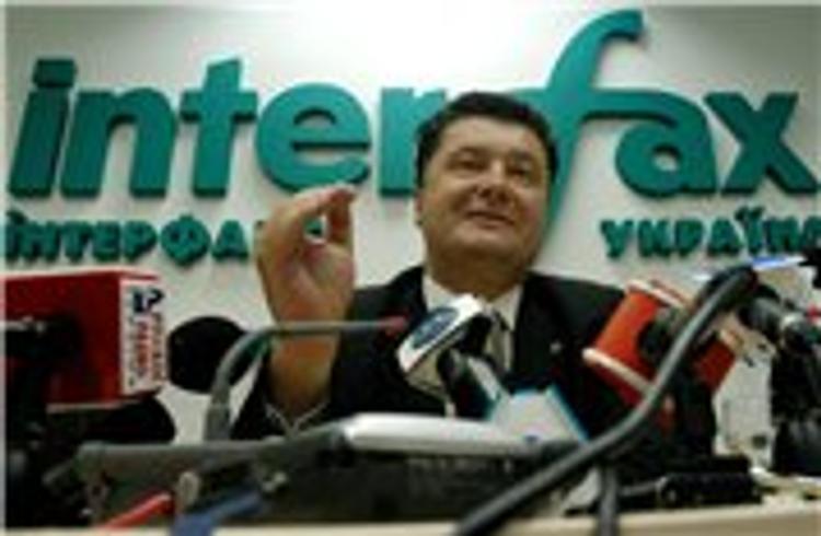 Порошенко утверждает, что наблюдатели отмечают выполнение соглашений Киевом