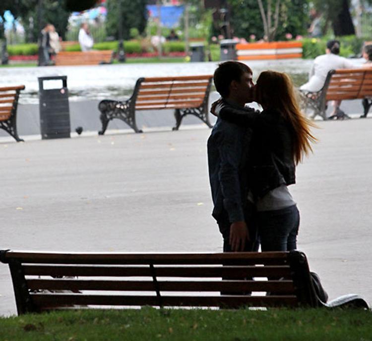 Ранние браки приводят к ожирению супругов, заявили ученые