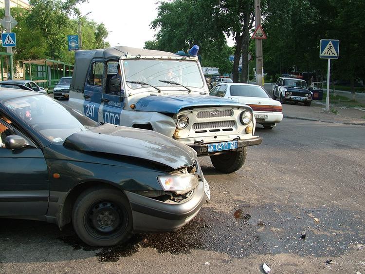 Два автомобиля загорелись в ходе аварии в Подмосковье