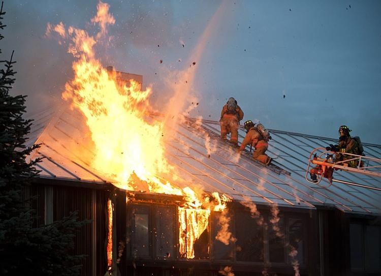 В Испании при пожаре в доме престарелых задохнулись восемь стариков