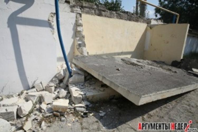 В Керчи обрушилась железобетонная остановка