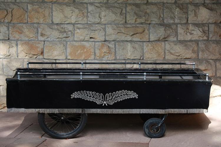 В Шотландии гробовщики сетуют на слишком толстых покойников