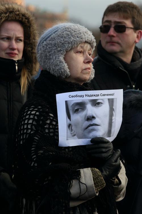 Савченко участвует в заседании суда по видеосвязи