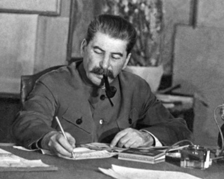 Крымские коммунисты просят Аксенова вернуть Сталина