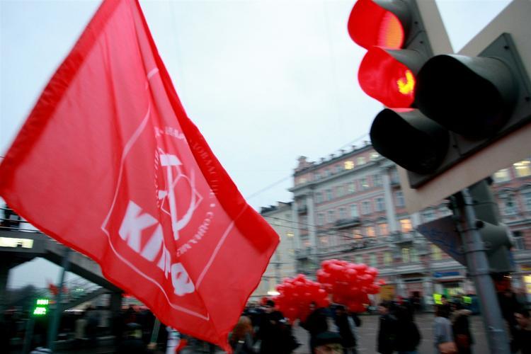 Депутаты КПРФ исключили лесбиянок из законопроекта о признании в гомосексуализме