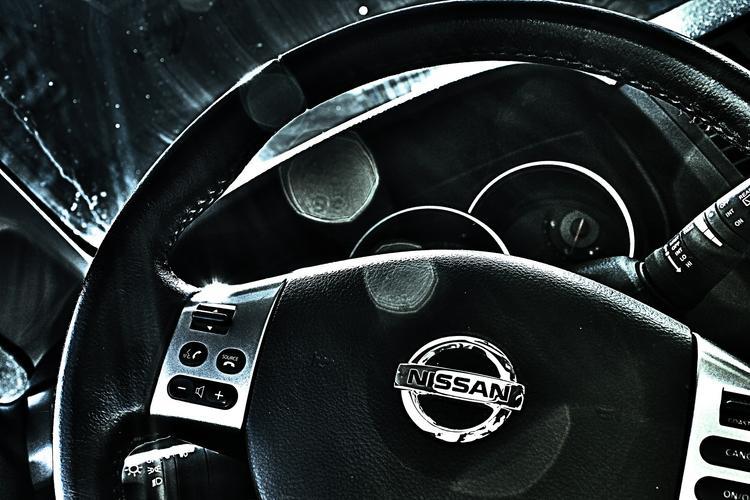 Компания Nissan представила машины без руля