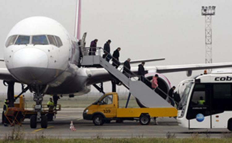 После столкновения Boeing и Ан-26 при эвакуации упал пассажир