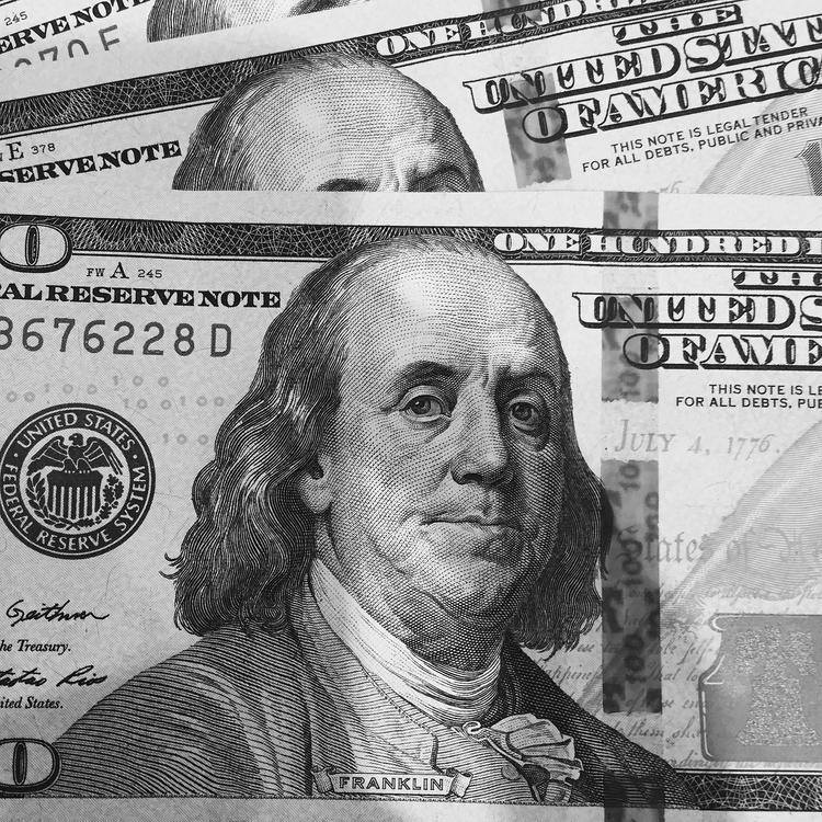 Bloomberg: в 2016 году доллар совершит резкий скачок