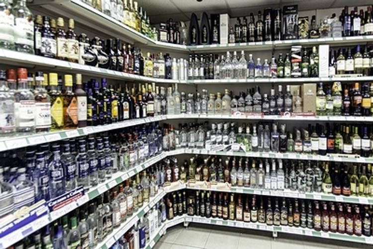 Эксперты: в кризис россияне потянутся к бутылке?