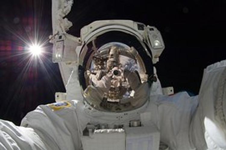 Российские и американский космонавты с МКС приземлились в степи Казахстана