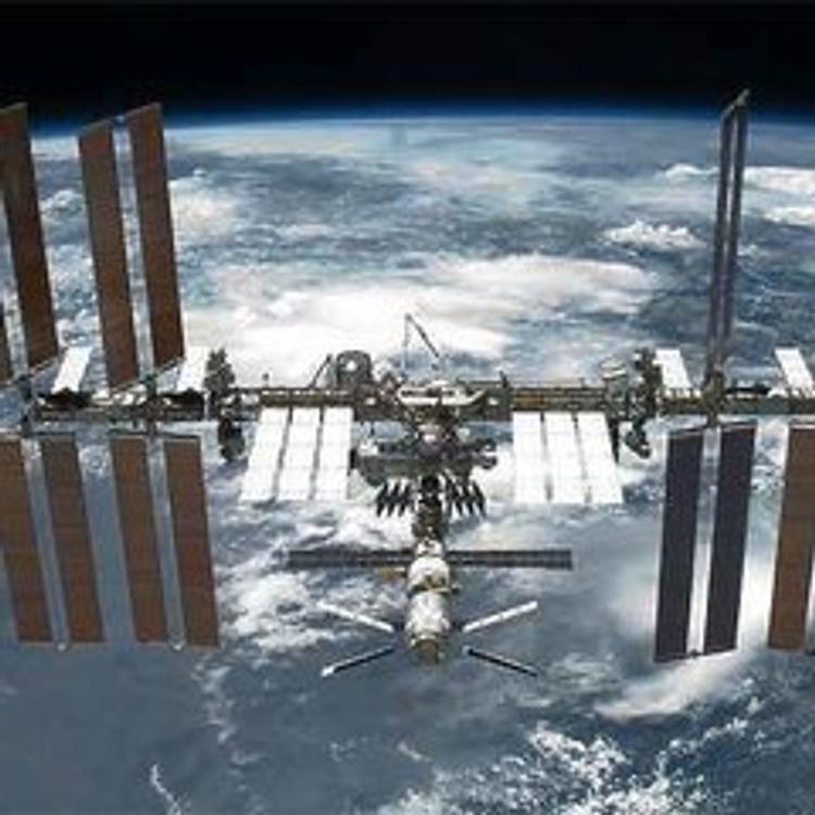 Вернувшимся космонавтам не удалось самостоятельно выбраться из капсулы