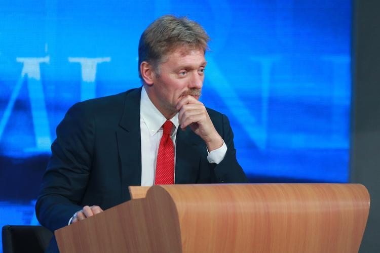 """Песков утверждает, что в РФ сожалеют об """"истерии"""" вокруг дела Савченко"""