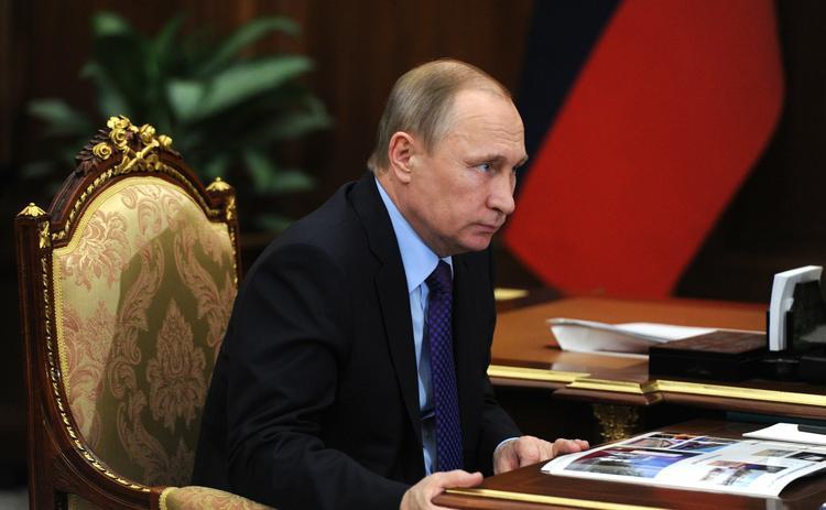 Путин заявил, что правительство РФ размышляет как можно поднять доходы граждан