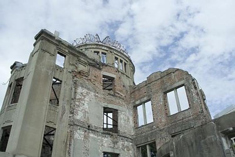 Президента США просят лично встретиться с жертвами бомбардировки Хиросимы