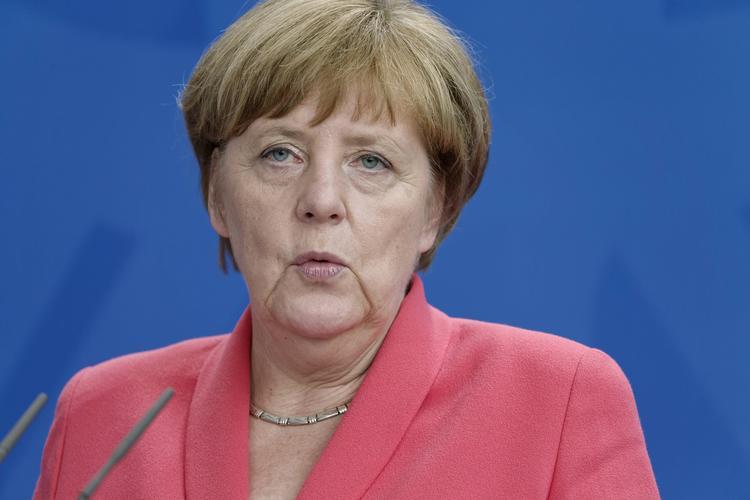 Меркель выступила за отмену санкций против России