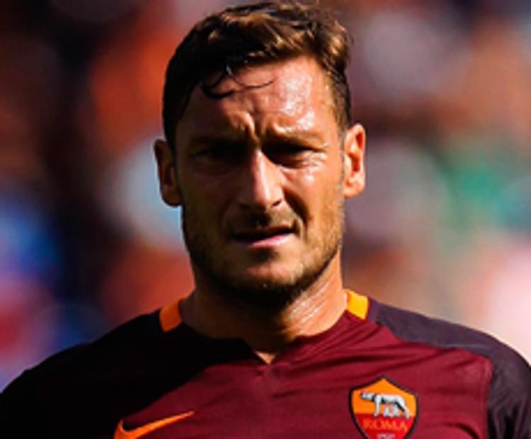Легендарный форвард «Ромы» Франческо Тотти остаётся в клубе ещё на сезон