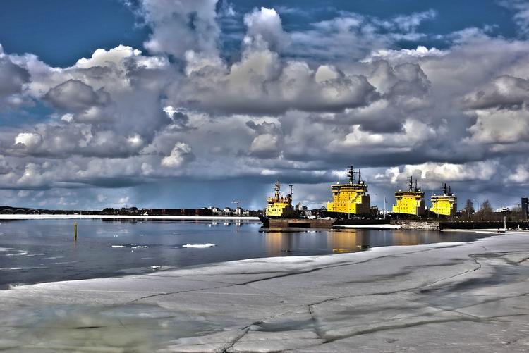 Военный ледокол «Илья Муромец» спустили на воду в Петербурге (ВИДЕО)