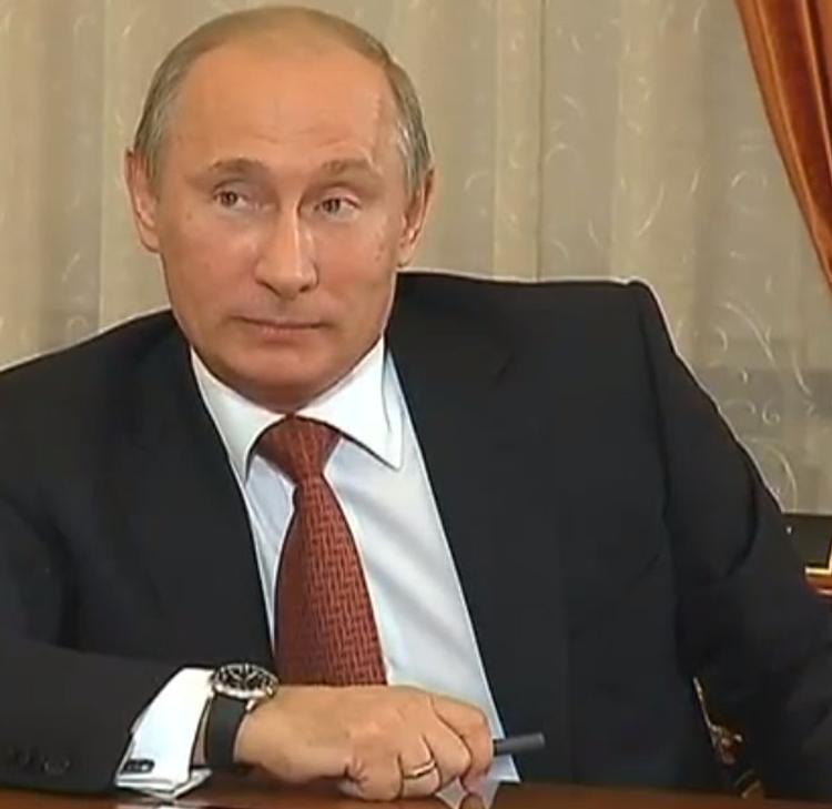 Путин начал выступление в Госдуме с минуты молчания