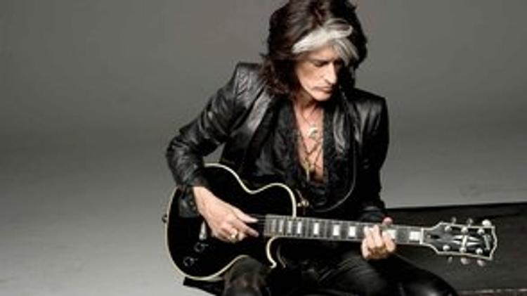 Появилась видеозапись, как гитаристу группы Aerosmith стало плохо на концерте
