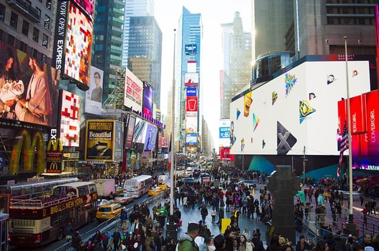 В Нью-Йорке экстренно эвакуировали Таймс-сквер