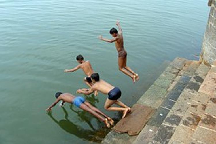 Роспотребнадзор  запретил купание в Москве в Серебряном бору