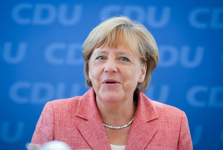 Меркель заявила, что готова отменить санкции против России
