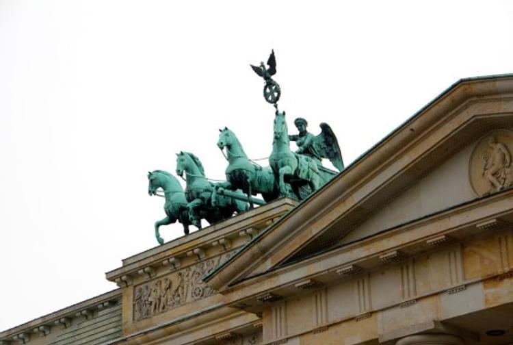В Германии демонстранты взобрались на Брандербургские ворота