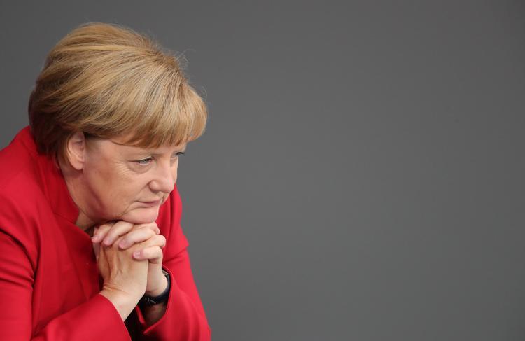 Меркель наконец прокомментировала ситуацию с беженцами в Германии