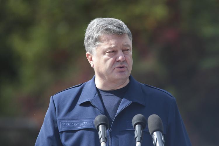 Порошенко поведал, кого в ЕС финансирует Россия