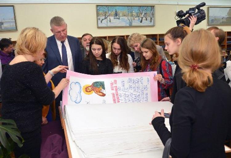 Тверские депутаты встретились с авторами самой большой рукописной книги России
