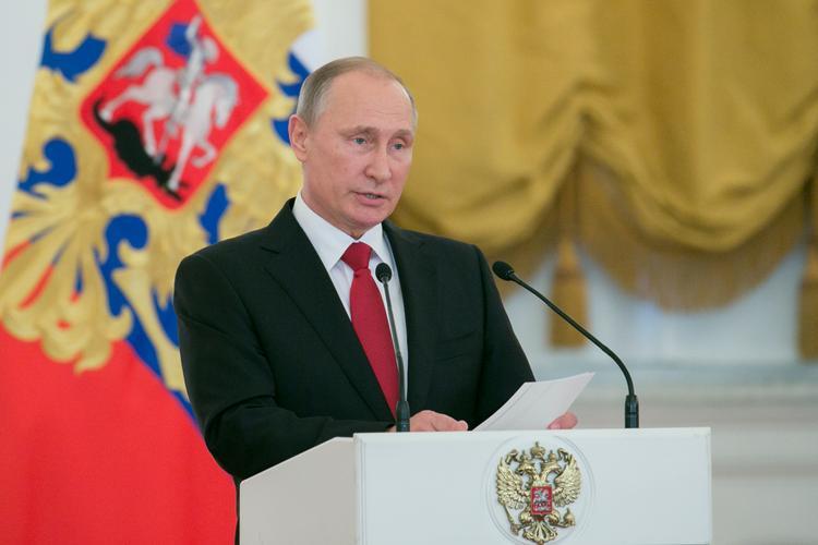 Bloomberg: Путин решил быть с Трампом осторожным