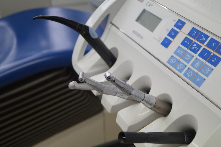 Росздравнадзор рассказал, отчего россияне погибают в креслах стоматологов