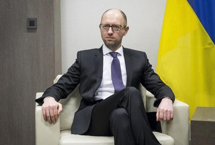 Яценюк подал в суд на блогера, который написал про его виллы в Майами