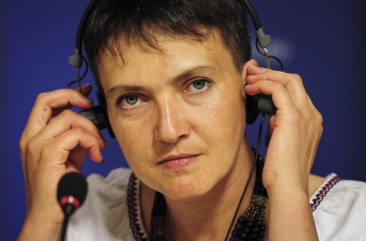 Надежда Савченко стала героиней фотожаб из-за своей каракулевой шапки (ФОТО)