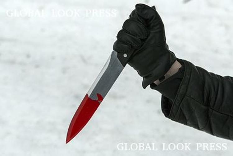 В Твери мужчина с ножом напал на школьницу
