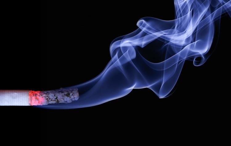 Курильщиков будут пугать страшными картинками