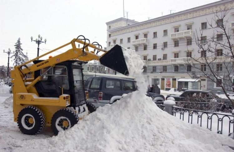 В Новосибирске владелец торговой сети почистит снег во дворах покупателей