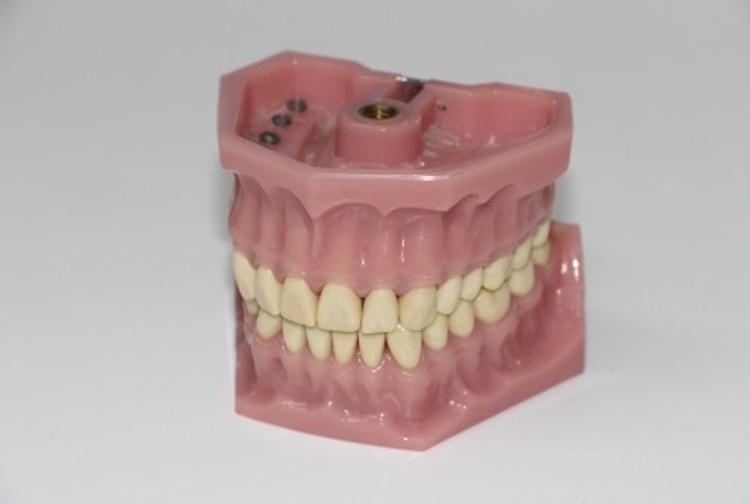 Исследователи: чистка зубов может спровоцировать рак
