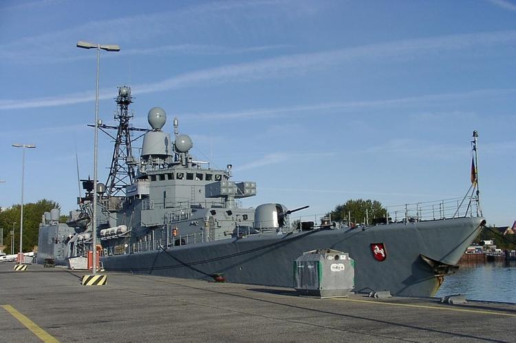 Новейший германский фрегат пострелял на камеру (ВИДЕО)