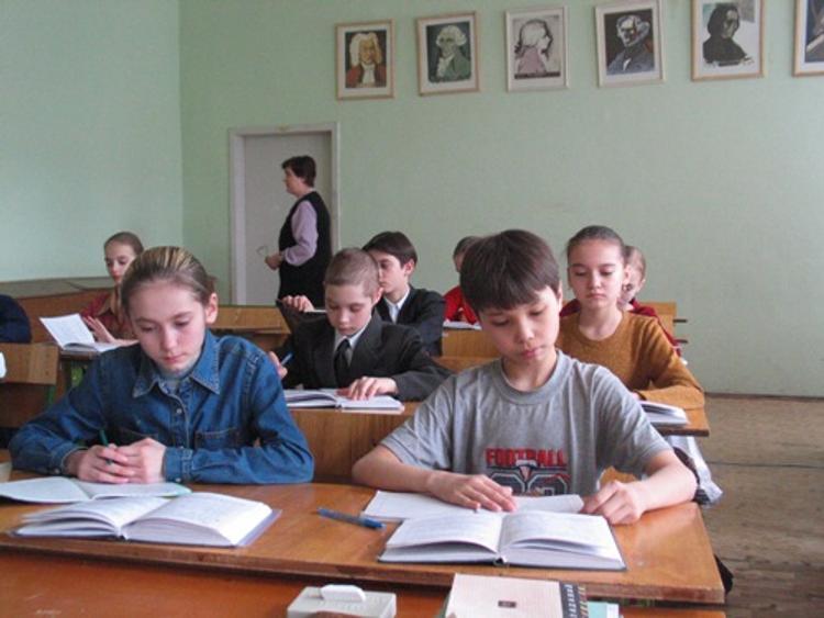 Совратившая старшеклассника московская учительница нашла работу в другой школе