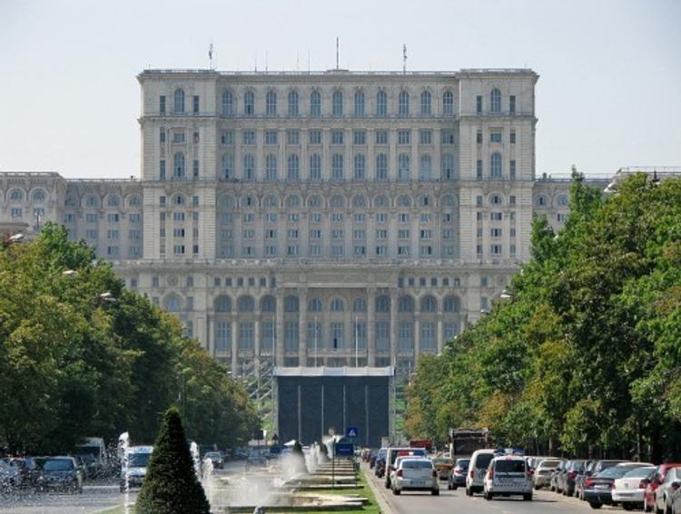 В Румынии отменен указ, вызвавший политический кризис