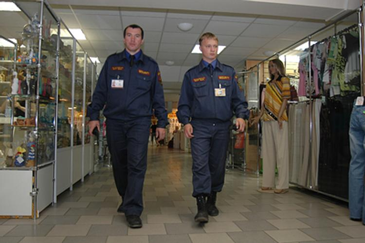 Сотрудников гипермаркета судят за незаконную съемку в раздевалках магазина