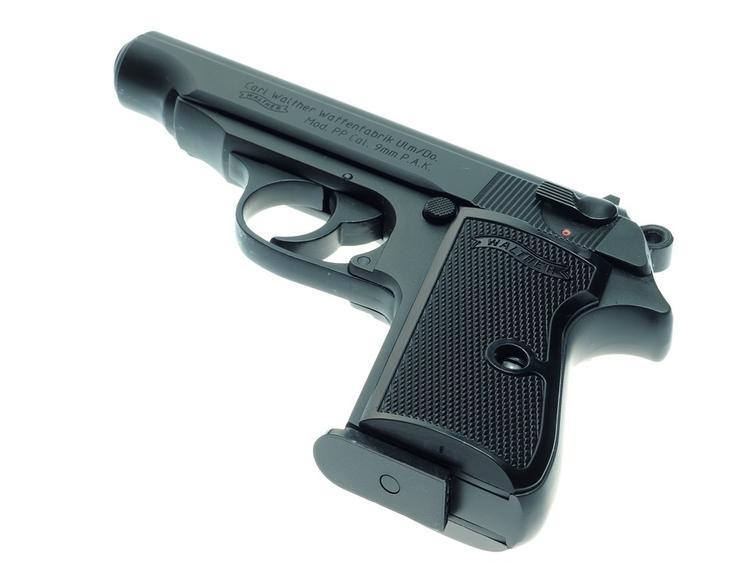 В Московском метро задержан пассажир с семью пистолетами и автоматами