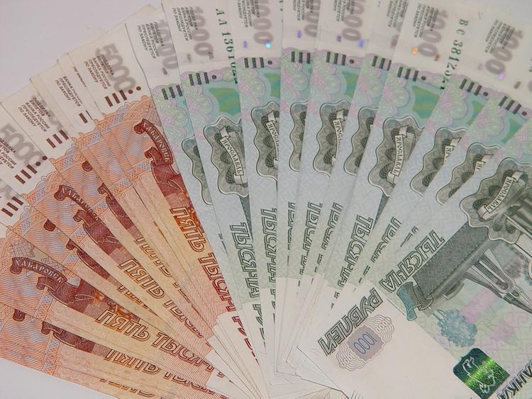 Мошенники сорили деньгами по дороге, убегая от правоохранителей (ВИДЕО)