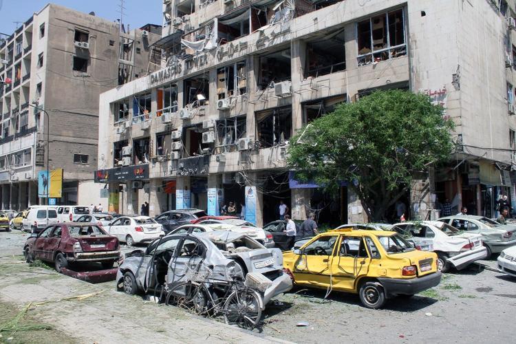 Двойной взрыв возле кладбища в Дамаске унес жизни 40 человек