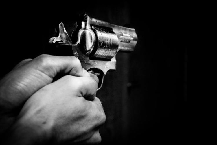 В Самаре банда поджигателей авто обстреляла и ранила полицейских