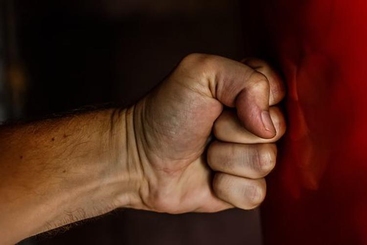Кировский полицейский нокаутировал каратиста в ночном клубе