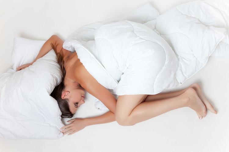 Ученые определили наиболее полезную позу для сна